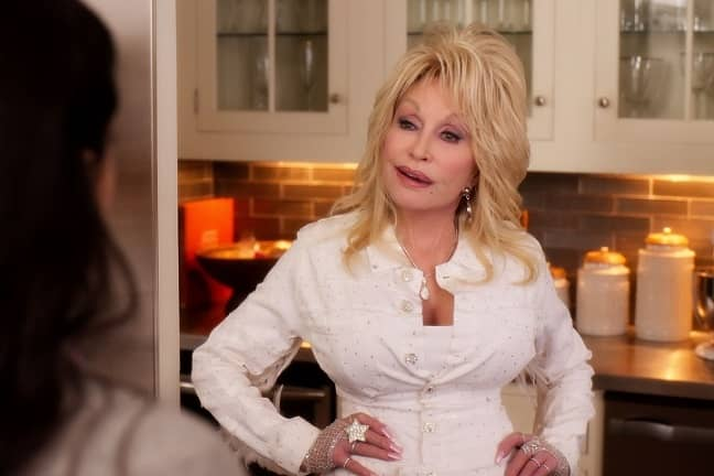 Dolly Parton's Christmas on the Square 2020 Netflix